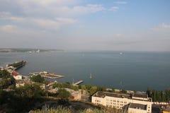 黑海海岸在从高度的雅尔塔鸟飞行 免版税库存照片