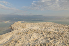 死海海岸线的风景视图 停止的以色列海运 库存照片