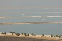 死海海岸线的风景视图 停止的以色列海运 图库摄影