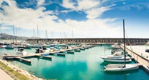 海海湾在一个晴天 免版税库存图片