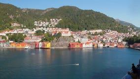 海海湾海岸的城市  卑尔根挪威 股票录像