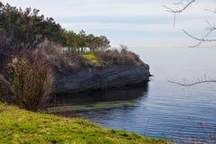 从海海湾的岸的看法 免版税库存图片