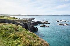 海海滩和峭壁 免版税库存图片