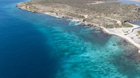 海海滩海岸博内尔岛海岛加勒比海空中寄生虫上面 库存照片