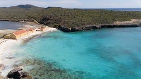 海海滩海岸博内尔岛海岛加勒比海空中寄生虫上面 免版税库存图片