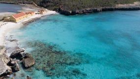 海海滩海岸博内尔岛海岛加勒比海空中寄生虫上面 免版税库存照片