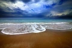 海海滩和暴风云 免版税图库摄影