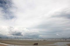 海海滩风景与云彩的 库存图片