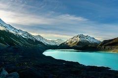 海湾、湖和山的看法在Aoraki Mt 厨师国民 库存图片