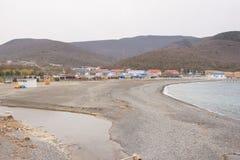 海湾和海流程全景到河里在Sukko村庄反弹 免版税库存照片