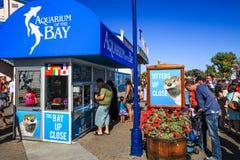 海湾售票亭的旧金山水族馆 库存图片