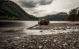 海湾在苏格兰,与小山的水 库存照片