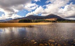 海湾在路的Cill Chriosd巨大秀丽向在小岛oof斯凯岛,苏格兰的Elgol 免版税库存图片