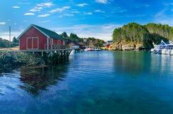 海湾小游艇船坞在挪威 库存照片
