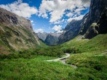 海湾山空中风景在新西兰 免版税库存照片