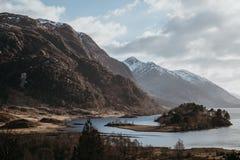 海湾希尔斯和在Glenfinnan,因弗内斯郡,苏格兰附近的苏格兰风景的看法 免版税库存照片