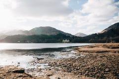海湾希尔斯和在Glenfinnan,因弗内斯郡,苏格兰附近的苏格兰风景的看法 免版税库存图片