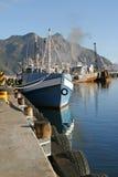 海湾引擎启动拖网渔船的港口hout 免版税图库摄影