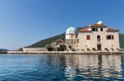 海湾教会gospa海岛kotor montenegro od夫人我们的perast晃动skrpjela 库存图片