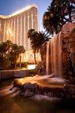 海湾旅馆las曼德勒晚上维加斯视图 免版税库存照片