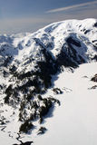 海湾有薄雾的纪念碑山国家多雪 免版税库存图片