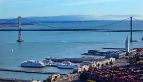 海湾桥梁加利福尼亚轮渡弗朗西斯科・圣终端 免版税库存图片