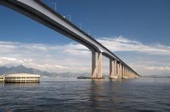 海湾桥梁guanabara 免版税库存图片
