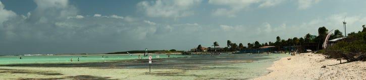 海湾海滩LAC sorobon 免版税库存照片