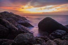 海湾海滩海岛王国酸值mak省泰国日落热带泰国的trat 免版税库存图片