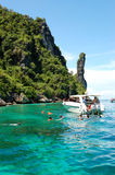 海湾玛雅人潜航的游人绿松石水 免版税图库摄影