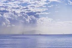 海湾的全景在科孚岛镇的在科孚岛希腊海岛上  库存图片
