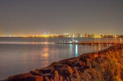 从海湾的城市 免版税库存图片