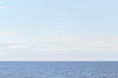 海湾的平安的水 免版税图库摄影