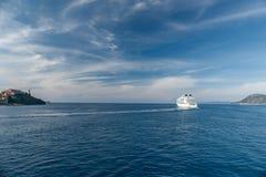 海湾的看法在厄尔巴岛海岛,托斯卡纳意大利附近的 免版税库存图片