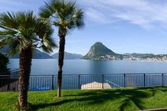 海湾的看法从植物园的在卢加诺 库存照片