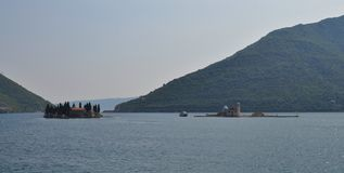 海湾的meadle的两个海岛 免版税图库摄影