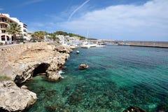 海湾视图在Cala Ratjada 免版税库存照片