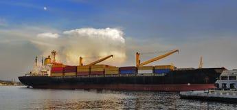 海湾货物靠了码头哈瓦那船 库存图片