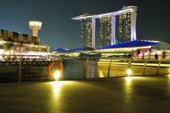 海湾都市横向的海滨广场 免版税库存照片