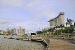 海湾都市横向的海滨广场 图库摄影