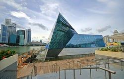 海湾都市横向的海滨广场 免版税图库摄影
