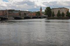 海湾,桥梁,城市 斯德哥尔摩,瑞典 库存照片