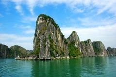 海湾halong横向美丽如画的海运越南 库存图片