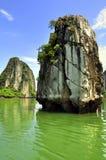 海湾halong石灰岩地区常见的地形 免版税库存图片