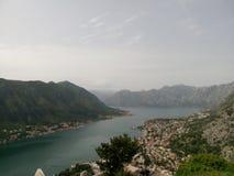 海湾kotor montenegro早晨时间 库存照片