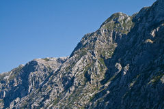 海湾kotors montenegro山s顶层 免版税库存图片