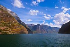 海湾Naeroyfjord在挪威-著名联合国科教文组织站点 免版税库存照片