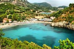 海湾paleokastritsa全景 图库摄影