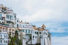 海滨城市阿马飞美丽的景色萨莱诺省的,褶皱藻属,阿马尔菲海岸,Costiera Amalfitana,意大利的区域 免版税库存照片