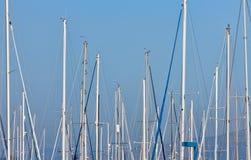 海滨广场上船桅风船 免版税库存照片